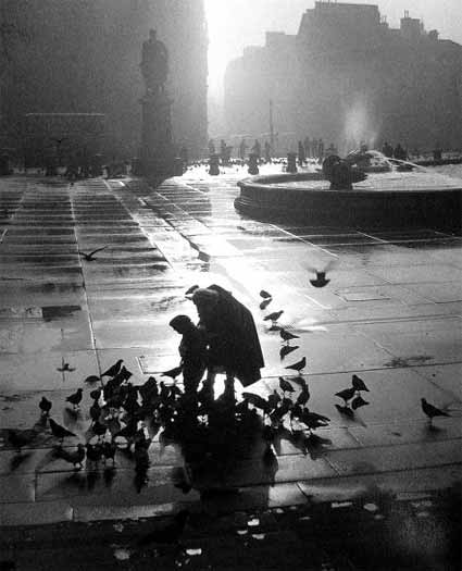 London Trafalgar Square by Wolfgang Suschitzky . Source: mcny.org